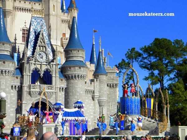 The Disney Moms, Cinderella castle photo, Magic Kingdom photo, disney photography, disney princess
