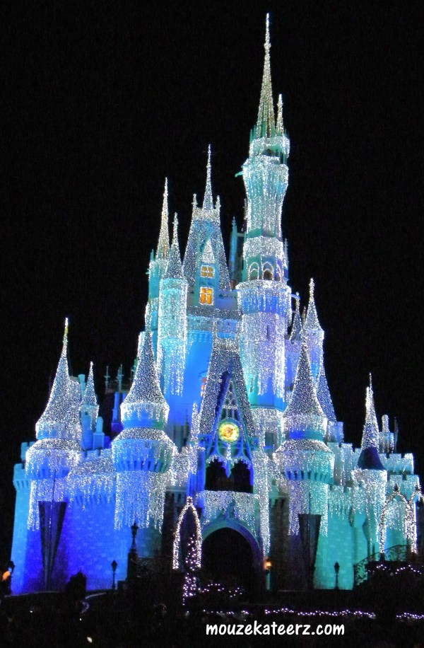 Castle Dreamlights, Disney castle Christmas, Castle Dreamlights photos, Cinderella castle Christmas