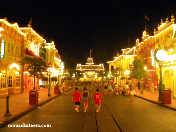 Main Street at night, Main Street night photos, Magic Kingdom after dark, Magic Kingdom at night, Epcot at night, Epcot Night Photos,