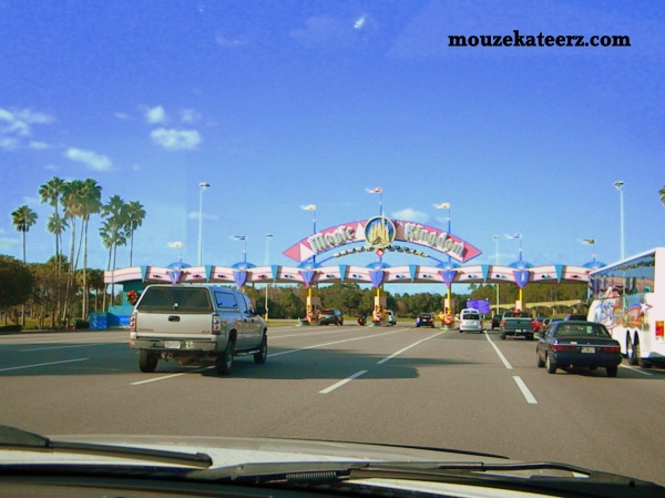 magic kingdom entrance sign photo, drive to magic kingdom,