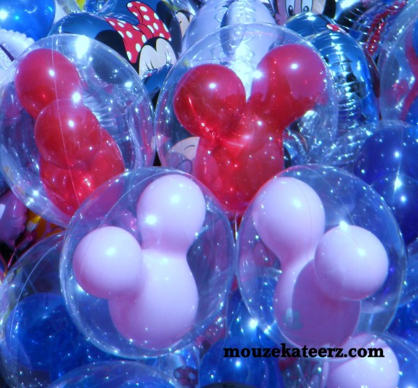 Mickey Mouse balloon photo, Disney balloon photo, Disney save money Disney vacation tips
