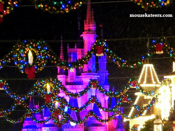 Cinderella Castle christmas photo, Disney Christmas photos, snow at Disney World, Disney Christmas photography,