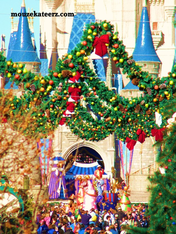 Magic Kingdom at Christmas, Disney at Christmas, Disney decorations Christmas, Disney crowds at Christmas, Mouze Kateerz Disney Christmas tree, Disney Christmas wreath,