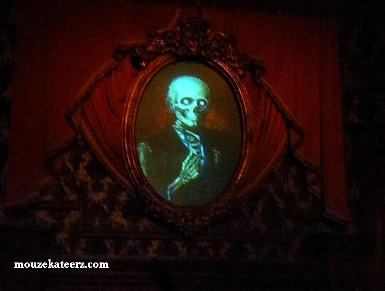 Haunted Mansion Portraits Photo Pass