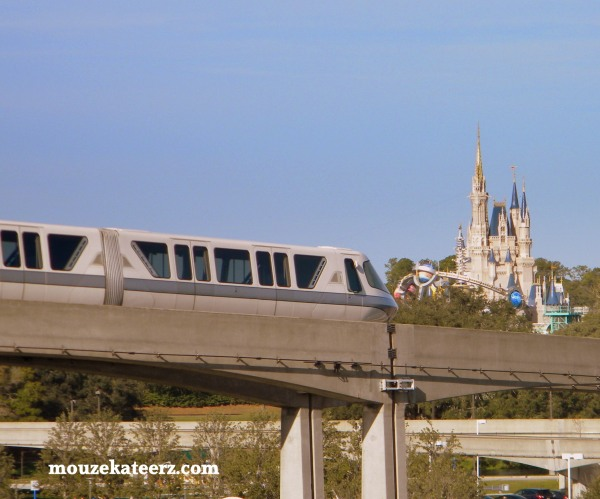 WDW monorail, Disney monorail, Disney castle monorail