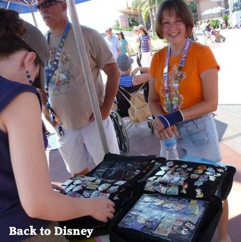 Pin Trader Epcot, Disney Pin Trader
