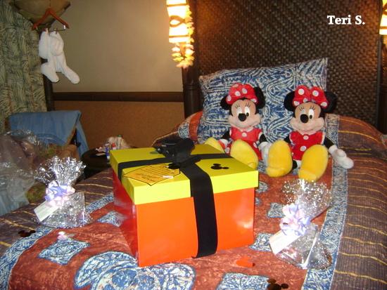 Disney Mickey Doll, Disney present, Disney room service