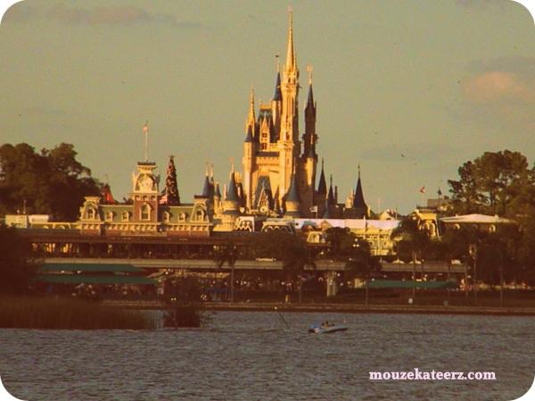 1975 Cinderella castle, 1970s Disney castle