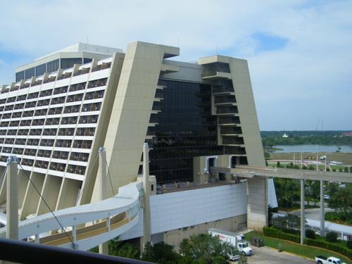 Contemporary Resort, Deluxe Resort Disney, monorail,