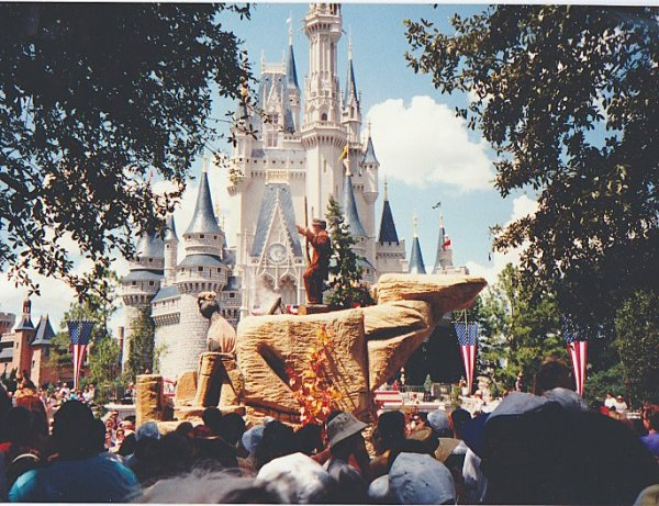 Disney parade, davy crockett