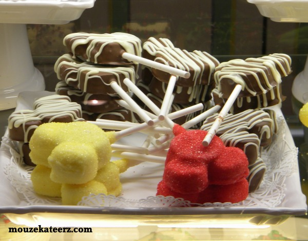 Disney cake suckers, Disney cake pops, Disney Dining Plan, Disney snacks,
