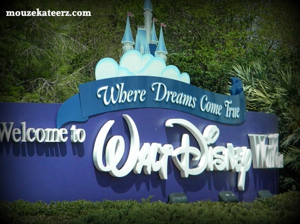 Disney Entrance, Disney World sign, Walt Disney World Sign, Welcome to Walt Disney World