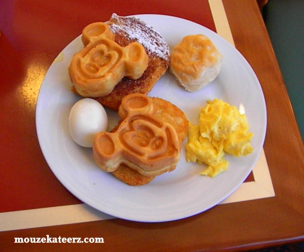 Chef Mickey's breakfast. Chef Mickey's food, Chef Goofy, Chef Donals, Minnie, Mickey waffles, Disney breakfast