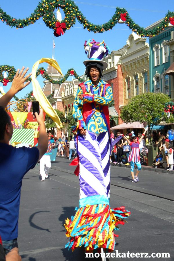 Disney cast members, Disney parade, Disney parade schedule. Disney vacation planning