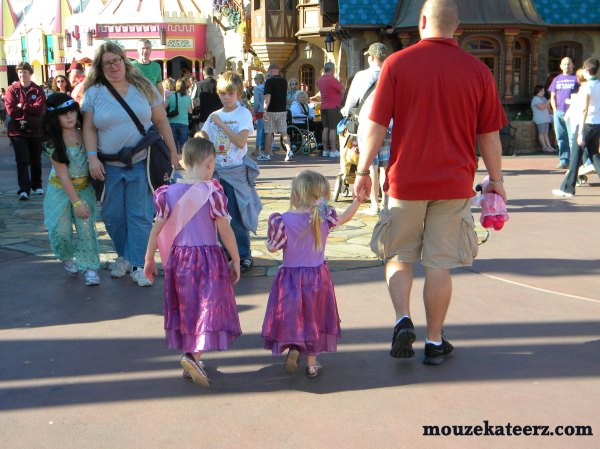 Disney Princesses at Magic Kingdom, Disney Princesses at Disney World, kids at Disney, finding kids at Disney