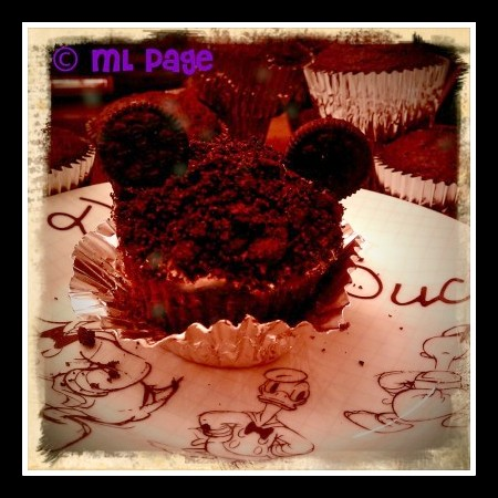 Mickey Mouse cupcake, Mickey Mouse recipe, Disney recipe, chocolate Mickey Mouse, Disney baking, Disney recipe