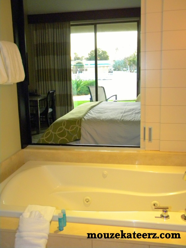 Bay Lake Tower bathroom photo, Bay Lake Tower shower, Bay Lake Tower towels, Bay Lake Tower H2O bath products