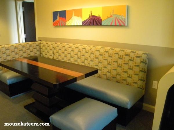 Bay Lake Tower dining table, eat at Bay lake Tower Resort, eat dinner at Disney, photo of Bay Lake Tower resort