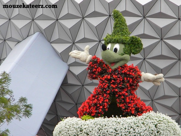 Mickey Mouse topiary, Epcot statue, Epcot topiary, Epcot flower gardens, Epcot kids, going to Epcot with kids, what is to do at Epcot for kids, do kids like Epcot