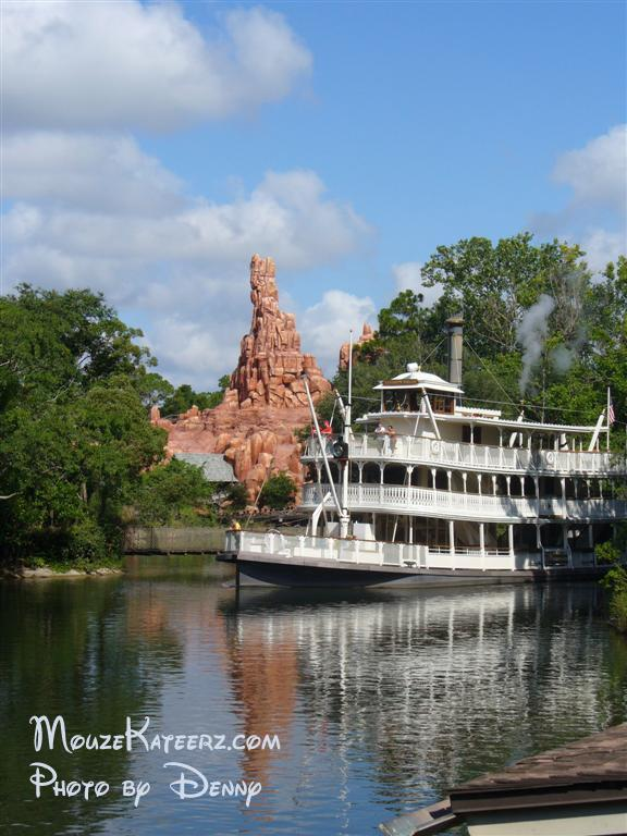 liberty belle boat and big thunder mountain